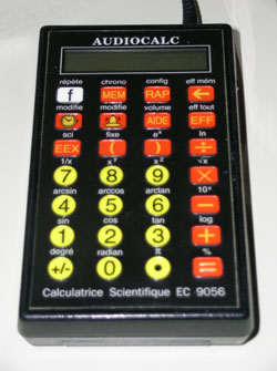 Photographie d'une calculatrice scientifique.