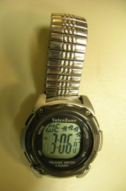 Photographie d'une montre parlante.